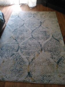 tres beau tapis a vendre/ beautiful rug for sale open to offers