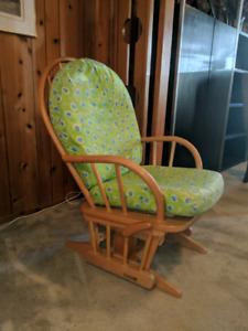 Chaise berçante avec coussins confo