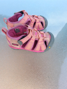 Keen Girls Toddler Size 5 Shoes