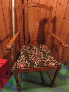 SINGLE ANTIQUE OAK REUPHOLSTERED CHAIR GREAT CONDITION ASKING $5