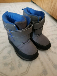 Free Boys Thinsulate winter boots size 8