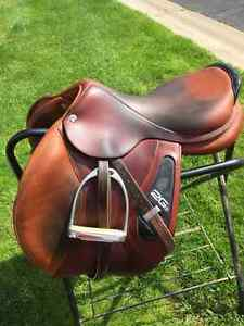 "CWD 2G 17"" flex tree close contact/ jumping saddle"