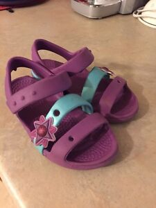 Girls's shoes size 8/9  GREAT CONDITION