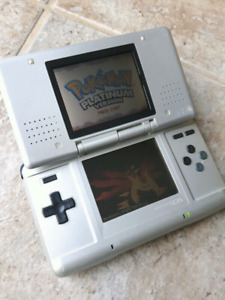 Clampshell Grey Ds + Charger