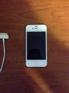 Iphone 4s blanc 8gb avec bell/virgin comme neuf