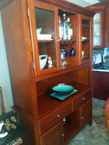 Dining Table and Buffrt Hutch