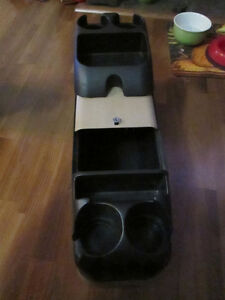 Vehicle console caddy with 4 drink holders