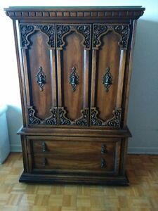 Beautiful Vintage Dresser/Commode