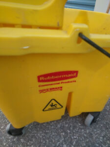 Mop Bucket - Rubbermaid, with wringer like new