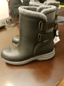 """Brand new! """"Woolrich"""" women leather winter boots, size 7"""