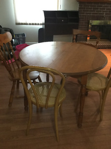 solid wood dining table 4 mismatch chairs 1 leaf free delivery