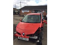 Renault Clio mk3 breaking for spares replacement parts