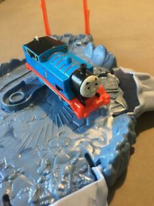 Thomas & Friends TrackMaster Close Call Cliff Play Set