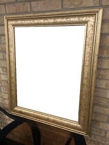Magnifique GRAND MIROIR - cadre travaillé de couleur or