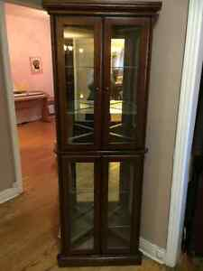 Beautiful Corner Display Cabinet/ Belle Coin Vitrine