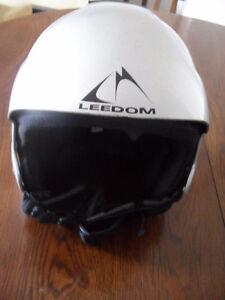 Downhill skiing Leedom helmet size M/L,