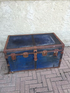 VINTAGE TRUNK - A PROJECT FOR AN ARTIST!