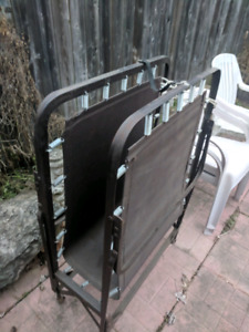 Foldable metal bed