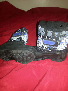 Size 7 toddler winter boots, practically new, $5
