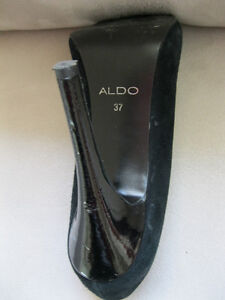 Aldo Shoes Black size 37 Pep toe  with 5 inch heels like new West Island Greater Montréal image 3