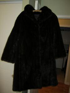 Manteau de vison grandeur régulière et court manteau d'écureuil