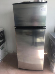 3-Piece Whirlpool Appliance Set In Great Condition.