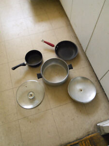 3 cooking pot and pan for sale $4