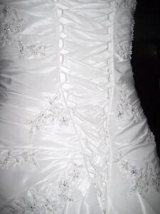 Robe de Marriage portée une seule fois taille 6 West Island Greater Montréal image 2
