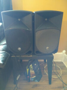 Mackie 12 inch  POWERED SPEAKERS