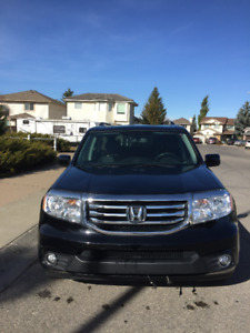2014 Honda Pilot touring 8 Seater 60,000 KMS. Carproof. Warranty