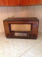 COLLECTORS OF ANTIQUE RADIOS MAKE AN OFFER ON 1938 RCA RADIO
