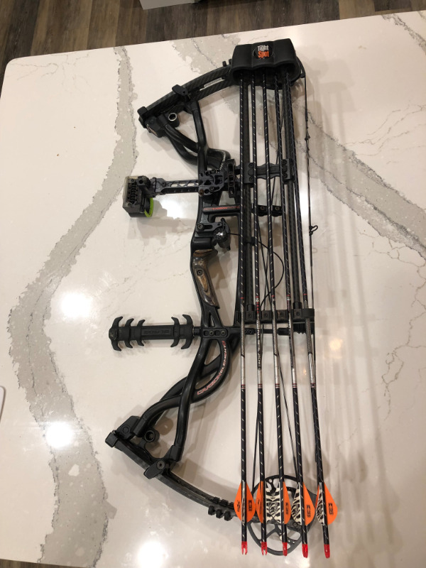 Hoyt Carbon Element G3 Left Handed Bow Fishing Camping Outdoors