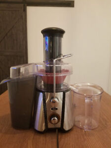 [Mint Condition] Oster JusSimple Centrifugal Juicer