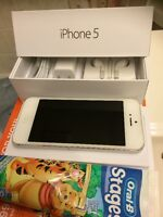 IPHONE 5 64GB CARRIER ROGERS & FIDO .MINT CONDITION