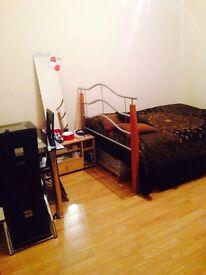 Short term !!double room in Upton lane stratford