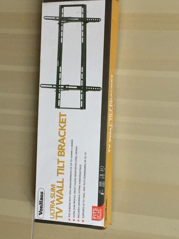 Large wall mounted TV bracket BNIB