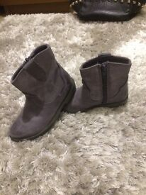Girls clarks grey distressed leather ankle boots size 8 1/2 F