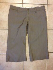 MAURICES LADIES CAPRI STRETCH PANTS SZ 13/14