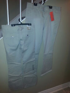 LEVIS LOW RISE BEIGE TWILL NEW WITH TAGS ON