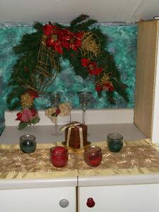 croisent de noël  avec chandelier et chemin d table demande 30 $ Saguenay Saguenay-Lac-Saint-Jean image 1