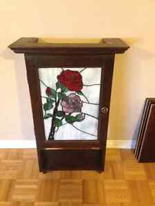 Cabinet with Stained glass door./ Cabinet avec porte en vitrail