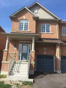 4 bedroom semi detatched house for rent Thomas and 10th Line