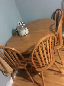 Real wood dinning table with 4 chairs