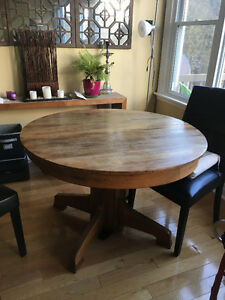 antique table with 2 leafs for expansion