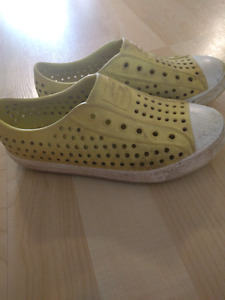 Sketchers girl water shoes size 1