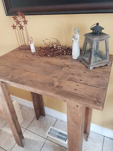 Makeup/accent table