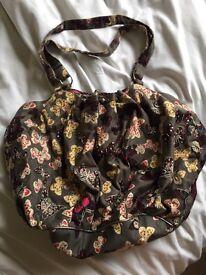 Accessorise handbag