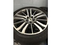 "20"" RANGEROVER HSE ALLOYS"