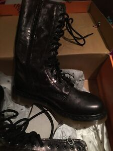 Doc Martin Brand new never worn lace/zipper size 9