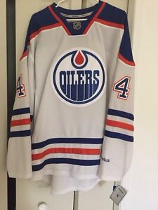 Signed Taylor Hall Oilers Jersey.  Windsor Region Ontario image 4